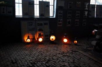 Święto Kolejarza 2013, lampy naftowe w kuźni