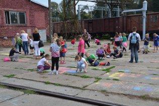 Dzień Otwarty dla szkół - dzieci na placu