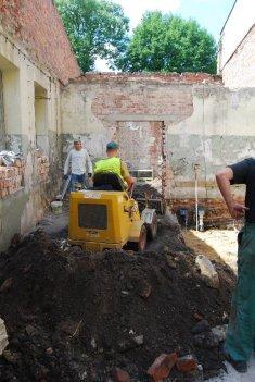 Przybudówka - prace ze spychareczką (2)