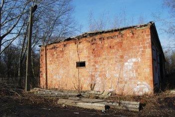 Garaże - destrukcja ściany bocznej