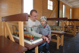 Wystawa modeli tramwajów w wagonie Stainfurt