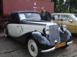 Rajd starych samochodów w parowozowni